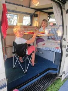 camper-van-dinner-225x300